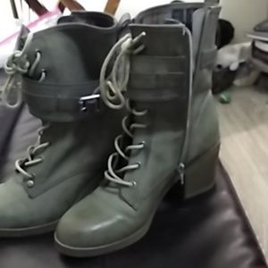 By Guess boots